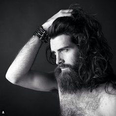 Fotos de homens cabeludos muito atraentes (Reprodução/Instagram)