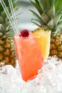 El coctel Sex on the Beach es un coctel fácil de preparer y muy rico en la playa, pues es refrescante y no se siente mucho el alcohol, por todo los jugos e ingredientes que se agregan.