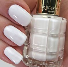 White beauty from L'Oreal Le Vernis a l'Huile 112 Blanc De Lune and 5 other nail polish swatches on https://www.parokeets.com/en/2016/10/loreal-color-riche-le-vernis-a-lhuile-nail-polish-swatch-review/
