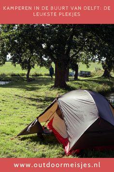 Ontsnap aan de drukte van de stad en ga kamperen in de buurt van Delft! Ik deel mijn favoriete kampeerplekjes in de buurt van Delft. Delft, Outdoor Gear, Sports, Hs Sports, Sport