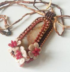 by Mirka Křepelková Rose Petal Beads, Rose Petals, Beading, Bracelets, Jewelry, Beads, Jewlery, Jewerly, Schmuck