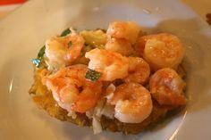 Camarones al ajillo con patacones - comida típica de Cartagena de Indias #SomosTurismo