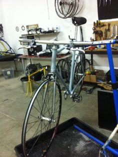 Montaje de bicicletas a medidas y gusto del cliente.