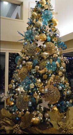 Blue Christmas Decor, Turquoise Christmas, White Christmas Trees, Christmas Crafts To Make, Christmas Tree Design, Christmas Tree Themes, Silver Christmas, Christmas Makes, Christmas Colors