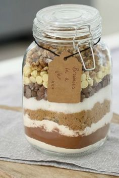 Need a quick, simple and lovely gift this Christmas? Make brownies in a jar!