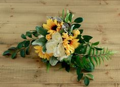 This is a very rustic and fall inspired piece. Perfect for a mountain wedding or a simple boho rustic inspired wedding. Very rich in dimension but classic in color scheme. Featured is the Medium/Regul