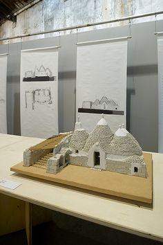 "Arles, magasin électrique : ""Learning from vernacular"" (Pierre Frey / EPFL) : trullo, près de Sovero, Putignano (BA), Italie"