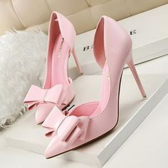 I could never wear something like this but I HAD to pin it. I'm dying over this bow and heel color.