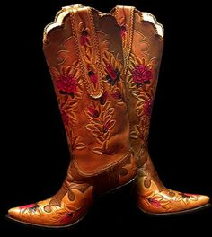 Google Image Result for http://ifyoucanaffordit.com/womens-cowboy-boots/images/black-name/roses-for-corrine-2020.jpg