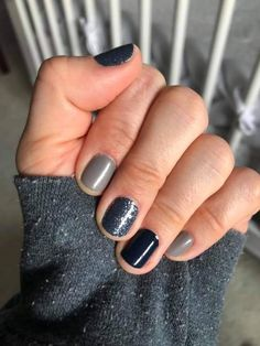For those moody types: check out this incredible find! I love how all these colo. Christmas Decor Ideas - Happy Christmas - Noel 2020 ideas-Happy New Year-Christmas Sparkle Nails, Fancy Nails, Pretty Nails, Nail Color Combos, Nail Polish Colors, Shellac, Piercings, Nail Time, Nude Nails