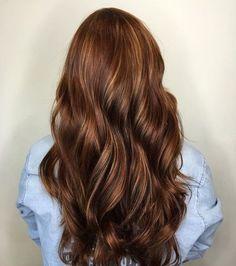 13-lange-Schokoladen-braune-Haare-mit-Karamell-StrC3A4hnen