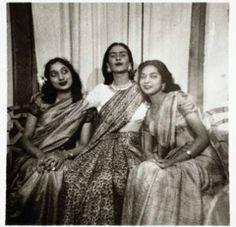 Fotografía de Frida Kahlo con dos mujeres Indus