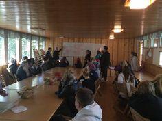 Opastuspalvelupolku -työryhmä esittelee ajatuksiaan ja tuotostaan lounaan jälkeen.