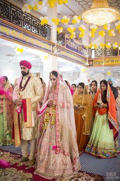 Sahiba and Gurjot's gurudwara wedding Bride Groom Photos, Indian Bride And Groom, Indian Wedding Ceremony, Wedding Poses, Clothing Photography, Couple Photography, Beautiful Costumes, Wedding Outfits, Photo Shoot