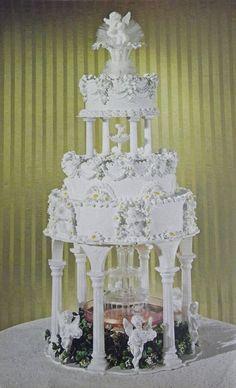 Heart Wedding Cakes, Square Wedding Cakes, Amazing Wedding Cakes, Wedding Cake Stands, Wedding Cakes With Flowers, Wedding Cake Toppers, Cake Wedding, Wedding Tips, 1970s Wedding