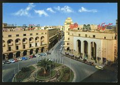 ميدان الجزائر وشارع الأستقلال سابقاً ومحمد المقريف حالياً.  المبنى على اليمين كان البريد المركزي في السبعينات