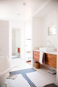 我們看到了。我們是生活@家。: 帶點慵懶的陽光灑進來!內衣品牌TEN的創意總監Daphne Javitch位在紐約的公寓