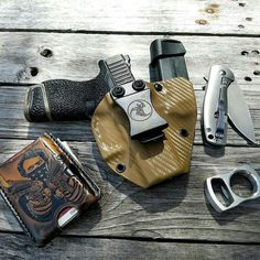 Holster love from Bare minimum. Tactical Equipment, Tactical Gear, Tactical Life, Everyday Carry Gear, Kydex Holster, Tac Gear, Edc Tools, Concealed Carry, Hand Guns