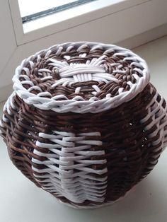 Здравствуйте, рукодельницы! Учусь плести по..   Плетение из газет   ВКонтакте Willow Weaving, Rattan, Sewing Crafts, Basket, Home Decor, Journaling, Paper Weaving, Wicker, Diy