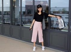 Black top and Pink culottes Fashion Moda, I Love Fashion, Asian Fashion, New Fashion, Girl Fashion, Fashion Outfits, Womens Fashion, Simple Outfits, Trendy Outfits