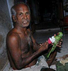 Kairavini karaiyinile - திரு அல்லிக்கேணி குளக்கரையோரம்: Srivilliputhur Andal...... her parrot .... and the maker... http://tamil.sampspeak.in/2013/08/srivilliputhur-andal-her-parrot-and.html