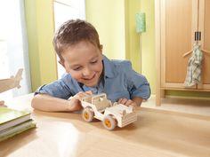"""Bausatz """"Geländewagen"""" - Erst basteln, dann Abenteuer erleben: Kleine Dschungelforscher müssen nur eine Spielfigur in ihren selbstgebastelten Geländewagen setzen und schon kann es losgehen! (Artikelnummer 7711)"""