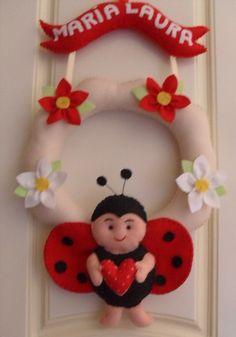 Enfeite de Porta de Maternidade ou Decoração do Quarto da Bebê, em feltro, feito à Mão  Personalizado com o nome de sua Bebê. R$45,00