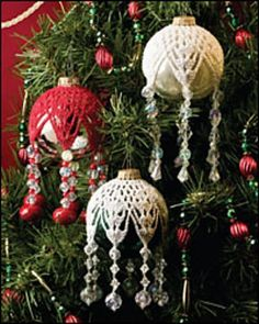 Snowflake Ornament pattern by Lela Gunning - How pretty are these? So lovely if you have a vintage looking tree, like I do.