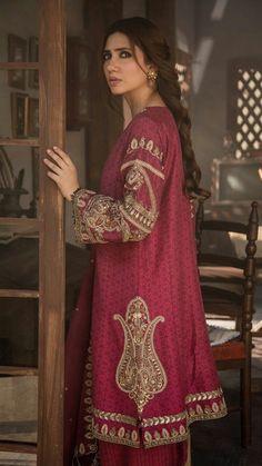 Mahira Khan in Zara Shahjahan Pakistani Fashion Party Wear, Pakistani Wedding Outfits, Pakistani Couture, Beautiful Pakistani Dresses, Pakistani Formal Dresses, Pakistani Dress Design, Stylish Dresses For Girls, Stylish Dress Designs, Simple Dresses