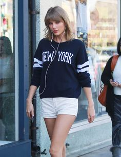 Taylor Swift Goes Shopping In Studio CIty