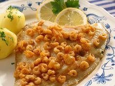 Scholle mit Krabben ist ein Rezept mit frischen Zutaten aus der Kategorie Garnelen. Probieren Sie dieses und weitere Rezepte von EAT SMARTER!
