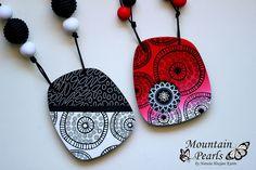 Polymer clay necklaces, silk screen technique | da mountain.pearls
