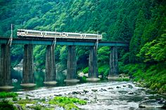 Here is the railroad tracks in Hida-Takayama.Here walking from Shirakawaguchi station, is approximately 30 minutes,This vehicle is soon retired from this line will run on the overseas railroad.