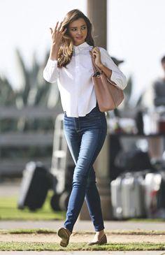 Models Off Duty: Miranda Kerr on We Heart It Miranda Kerr Outfits, Miranda Kerr Street Style, Miranda Kerr Fashion, Look Fashion, Girl Fashion, Fashion Outfits, Womens Fashion, Outfits Con Camisa, Style Casual