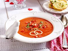Unser beliebtes Rezept für Tomatensuppe mit Basilikum-Crostini und mehr als 55.000 weitere kostenlose Rezepte auf LECKER.de. Crostini, Tasty, Yummy Food, Dinner For Two, Romantic Dinners, Thai Red Curry, Food And Drink, Snacks, Ethnic Recipes