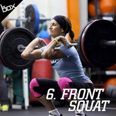 Semelhante ao back squat, porém com a barra apoiada nos ombros. Para isso, é necessária muita atenção para manter os cotovelos apontados para cima e muito cuidado para não arredondar as costas. Se tiver problemas de flexibilidade, você pode cruzar os braços em frente ao corpo, paralelo ao chão, para apoiar a barra.