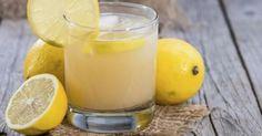 Cette boisson aide à élimine le mauvais cholestérol et la graisse dans le corps. Certains médecins ont même commencé à la recommander à leurs patients atteints de cholestérol.Tous les ingrédients qui composent cette boisson sont très sains et aident le corps à lutter contre de nombreuses maladies, mais lorsqu'on la combine de la bonne façon, cette boisson saine élimine le cholestérol et aide à réduire la graisse dans le corps.