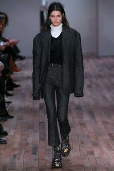 Fall 2017 Ready-to-Wear Collection Photos - Vogue Catwalk Fashion, Fashion Week, Fashion 2017, Look Fashion, Autumn Fashion, Fashion Outfits, Suits For Women, Women Wear, Fall Lookbook