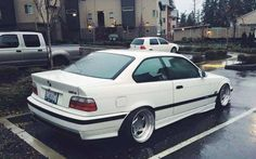 Alpine white BMW e36 coupe on Carline CM6 wheels