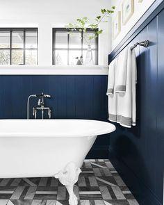 navy Bathroom Decor Give a Rustic Vibe to Your Bathroom Design with Unique Farmhouse Ideas Small Bathroom Tiles, Navy Bathroom, Retro Bathrooms, Shiplap Bathroom, Bathroom Spa, Bathroom Design Small, Modern Bathroom, Bathroom Ideas, Master Bathrooms
