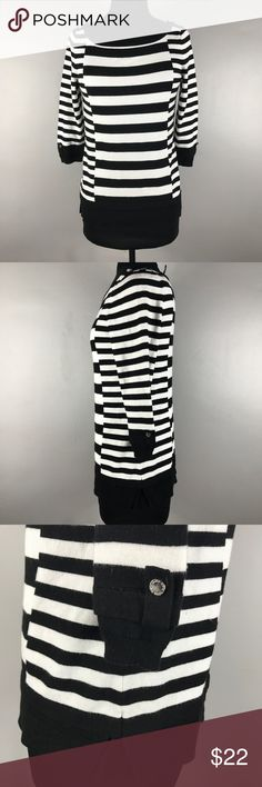 """White House stripes sweater xs top Like new 3/4 Sleeves sweater  Size xs Stripes boat neck sweat top Medium knit  Measurements chest 16 1/2"""" Length 23 1/2"""" White House Black Market Sweaters"""