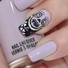 i am in love. lavender is my ultimate favorite color & i have ALWAYS been fascinated with day of the dead artwork! wonder if @Nicole Novembrino Brunken Quiroz could draw this for me?(: