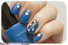Manicura en azules con apliques brillantes