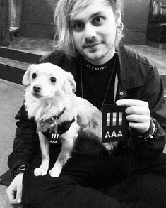 Michael Clifford and southy 5sos Michael Clifford, Mikey Clifford, Luke Hemmings, Beautiful Blue Eyes, Beautiful Men, Moose Pictures, 5secondsofsummer, The Fam, Petunias