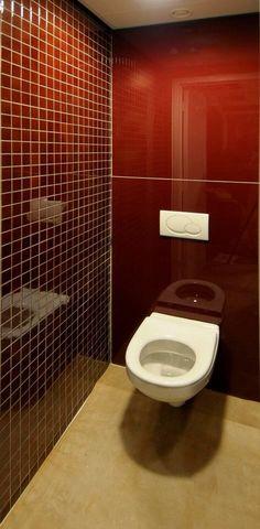 Lacobel glas, wandbekleding achterwanden toilet.