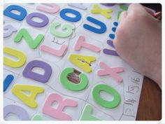 MOLDES DE LETRAS GRANDES: IMPRIMA AQUI! Projects To Try, Group Projects, Letter A Crafts, Flower Designs, Letters, How To Make, Lol, Letters Of Alphabet