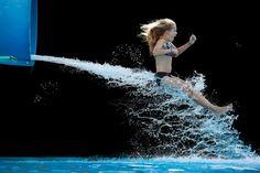 ¡Al agua patos! - good2b lifestyle Barcelona & Madrid: No he encontrado nada más veraniego y refrescante, para sopesar estas jornadas de calor, que el último proyecto fotográfico de Krista Long, Love Summer.