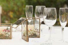 Cajas de vidrio con flores, para eventos de todo tipo.  #Cajas #vidrio #flores #eventos #hoteles #bodas
