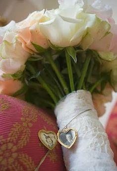 Bem casados | Paula Montalvão e Gabriel Montalvão: Homenagem | Relicário no Buquê