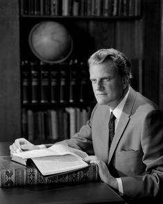 "We are searching through the archives and files to bring you ""In His Own Words: 5 Things Billy Graham said about…"" Each month, we'll explore a different topic. Today, we are looking at 5 things Billy Graham has said about his own legacy. Billy Graham Family, Pastor Billy Graham, Billy Graham Quotes, Billy Graham Library, Rev Billy Graham, Bill Graham, Evangelist Billy Graham, Franklin Graham, Everlasting Life"